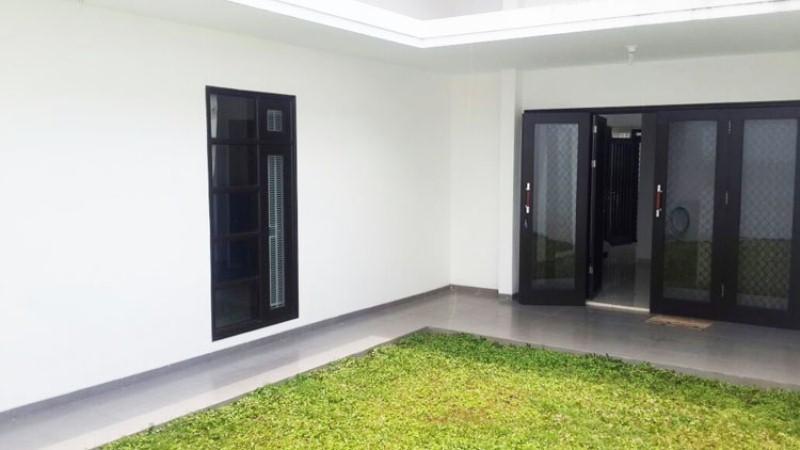 Rumah Dijual di Villa Puncak Tidar Malang taman
