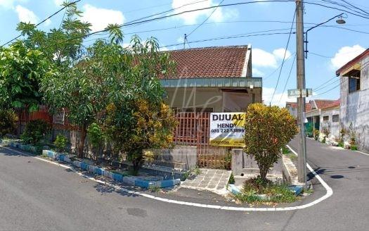 Rumah Hook Dijual di Jalan Kampar Malang