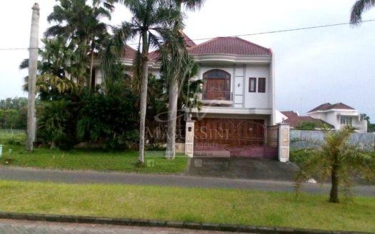 Rumah Mewah Raya Golf Utama Araya Malang
