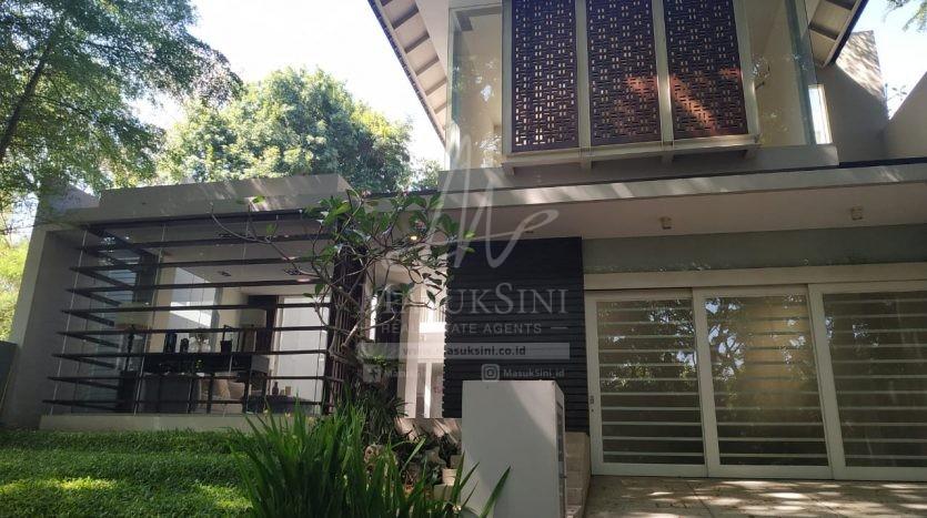 Rumah Mewah di Perumahan Riverside Blimbing Malang