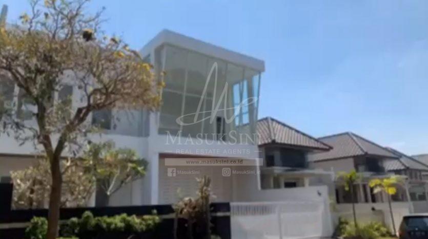 Rumah Mewah di Villa Puncak Tidar