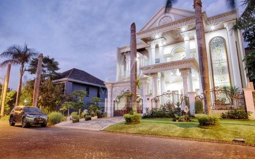 Rumah Classic Mewah Dijual di Araya Malang