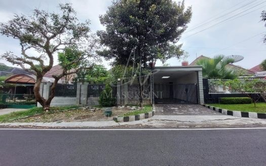 Rumah Dijual di Jl Tampomas Klojen Malang